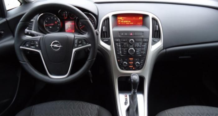 OPEL Astra 1.4 16V Turbo Active Edition Automatic Jahrgang 06.2013